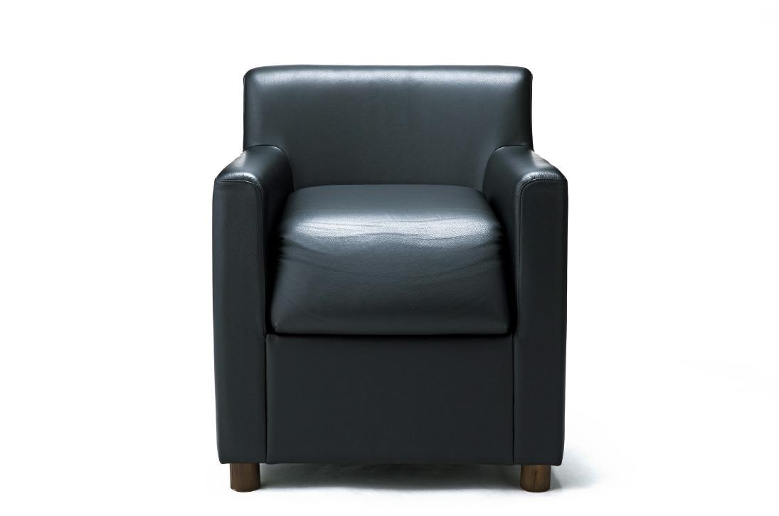 立ち上がりが楽なソファ レザー黒